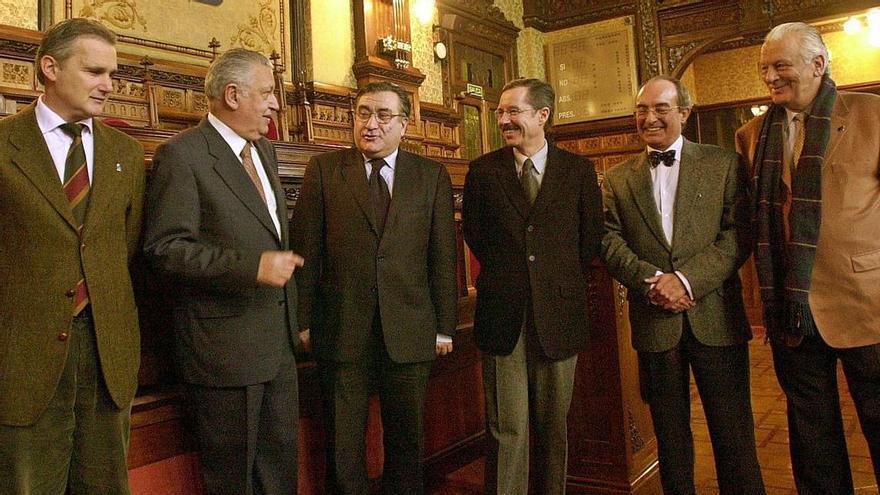 """Distinción a la """"Comisión de los 8"""": el texto vertebral de Asturias cumple 40 años"""