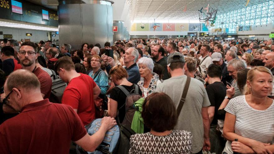 Caos en el Aeropuerto de Gran Canaria ante la ausencia de información