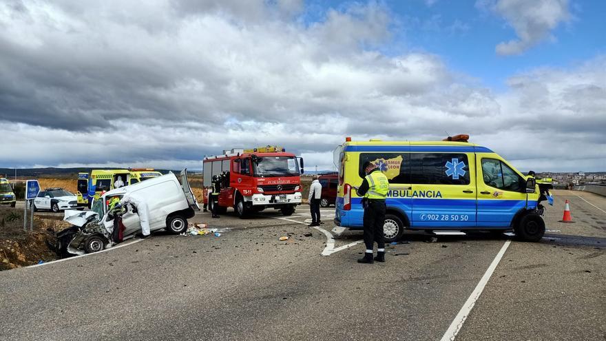 Herido grave el conductor de una furgoneta tras colisionar con una ambulancia en Astorga