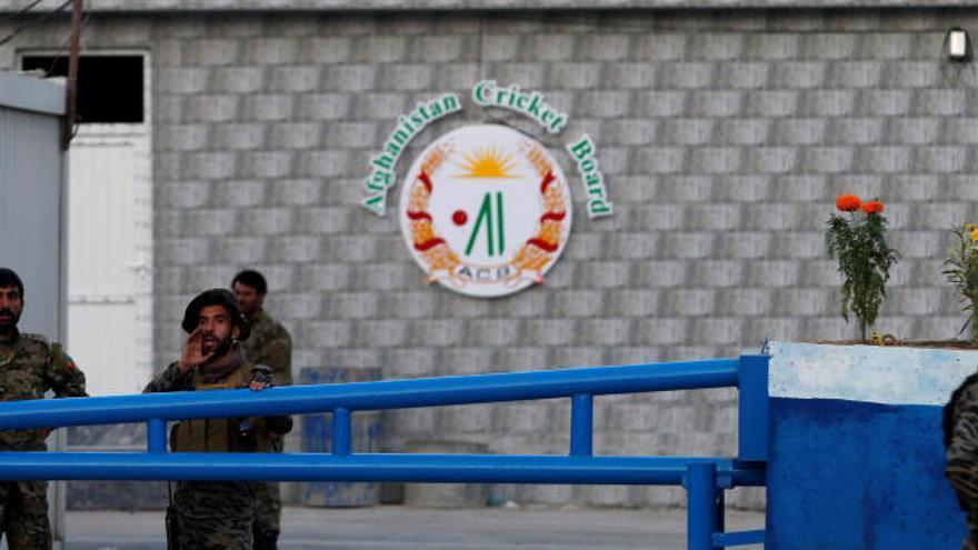 Atentado suicida junto a un estadio de críquet