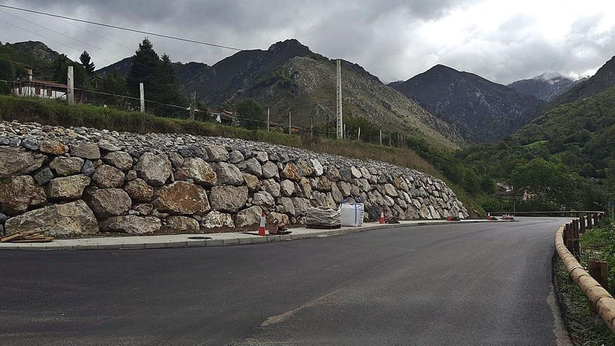 El arreglo de la calzada de Campo de Caso a Bueres, a punto de acabar tras tres años