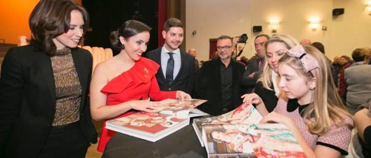 Presentación del Foc i Flama del 2019 con las Falleras Mayores, Laura Puig y Júlia Perles, y la alcaldesa, Diana Morant.