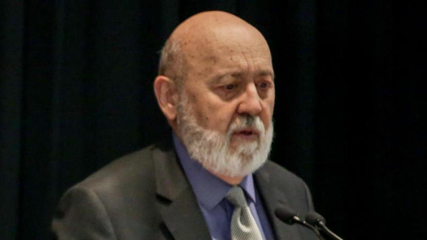 Pedro Sánchez mantiene a Tezanos al frente del CIS
