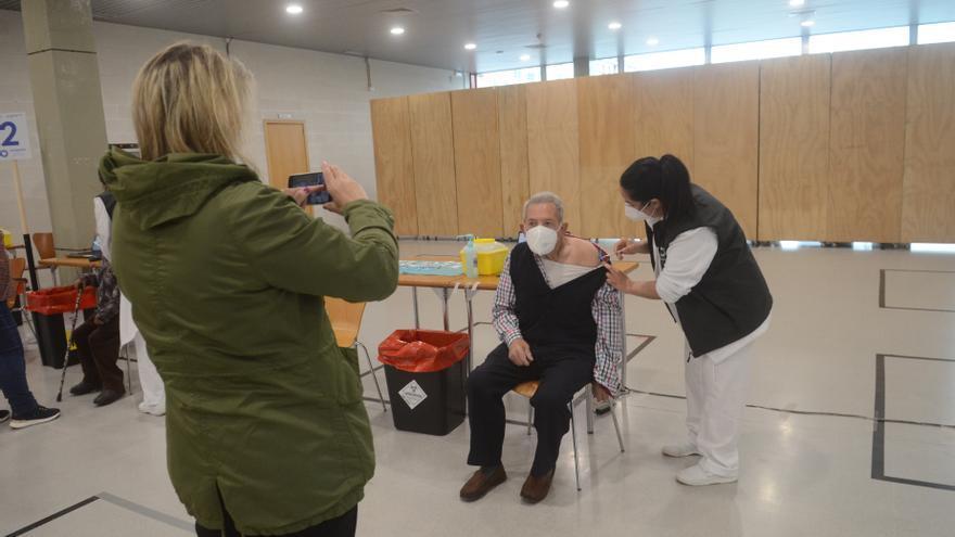Vacunación masiva en Fexdega: cambio de AstraZéneca a Pfizer