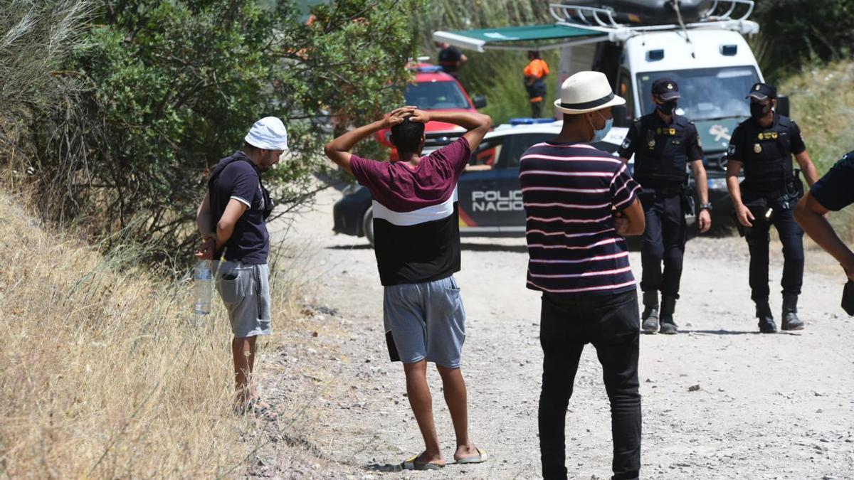 Las imágenes de la búsqueda del joven ahogado en el Lago Azul