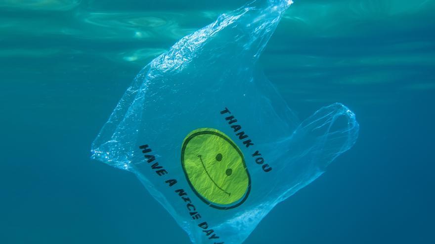 78 denuncias en Baleares por dispensar bolsas de plástico
