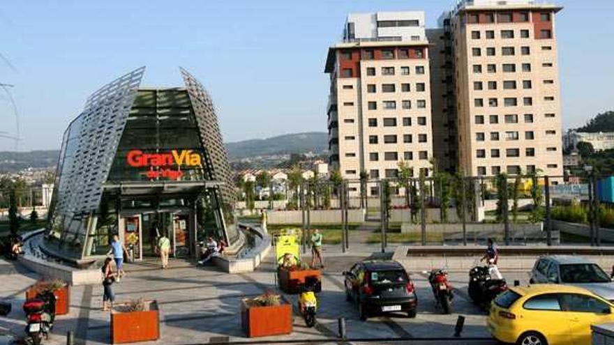 ¿Cúando puedo entrar a realizar compras en el mayor centro comercial de Vigo?