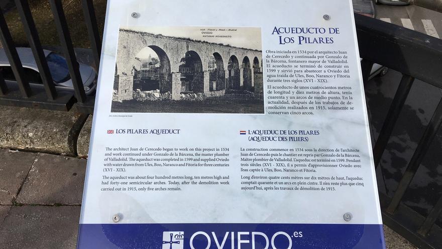 Oviedo repone las placas de Foncalada, Los Pilares y el Camino de la Costa