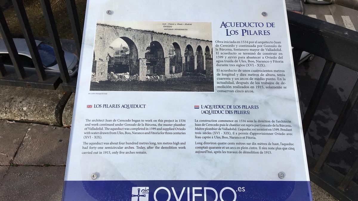 La nueva placa de Los Pilares.