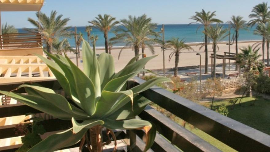 Pisos en venta en Playa San Juan, listos para convertirse en tu futuro hogar