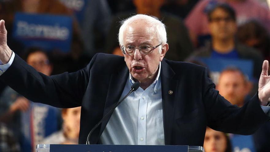 Los demócratas cargan contra Sanders por elogiar a Cuba