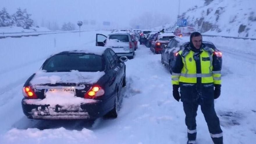 Iberpistas pagará 165 euros a cada afectado por el colapso de la AP-6 de comienzos de año que afectó a cientos de asturianos