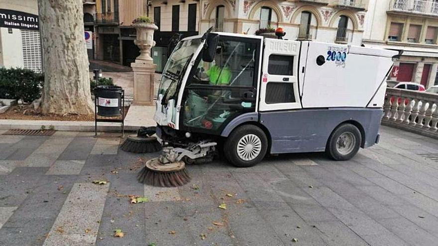 Figueres aborda la millora de la neteja de la ciutat amb la compra de maquinària