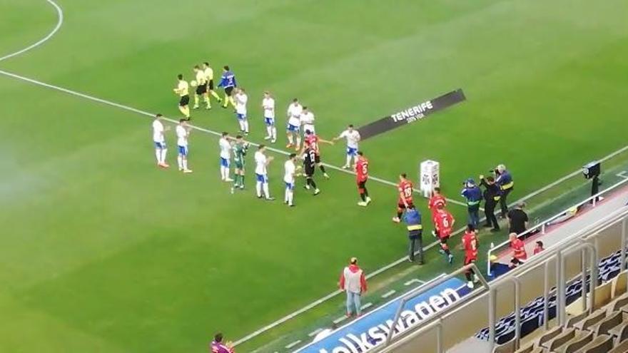 Pasillo del Tenerife al Real Mallorca por su ascenso a Primera División
