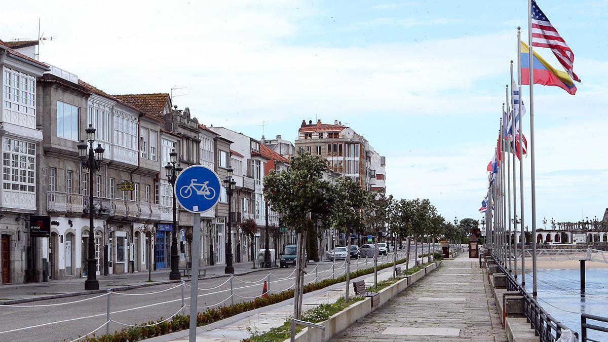La céntrica calle de Elduayen, en Baiona, durante el estado de alarma // Marta G. Brea