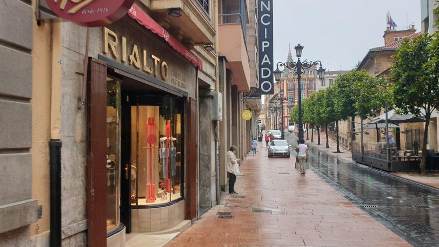 Así amaneció Oviedo después de la tormenta: la capital trata de recuperar la normalidad tras una jornada con 35 inundaciones