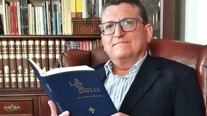 """""""¡Que se faiga la lluz!"""": la creación de la primer Biblia traducida al asturianu"""