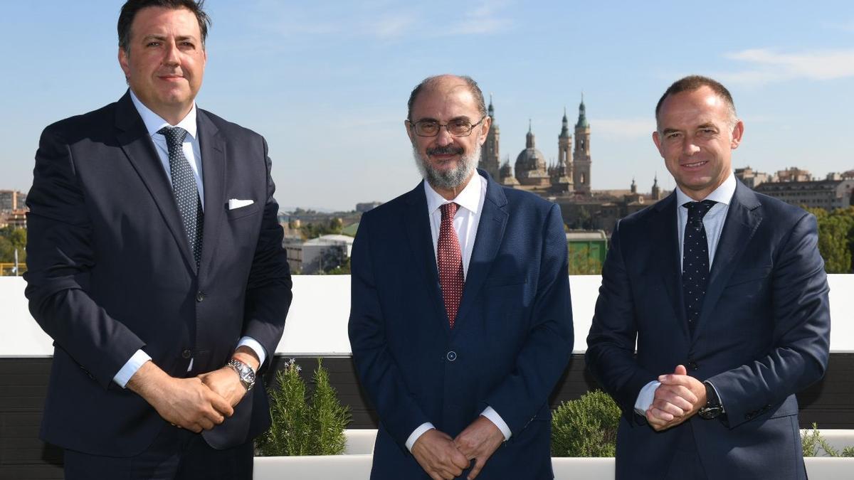 Manolo Torres, Javier Lambán y Christian Lapetra, antes de la comida en el restaurante zaragozano Aura.