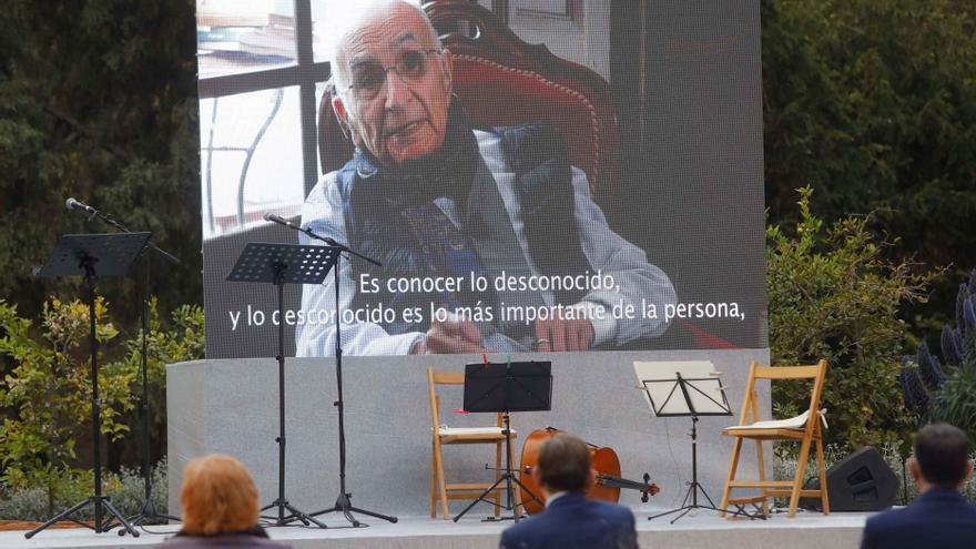 Las imágenes del homenaje literario y musical a Francisco Brines en València