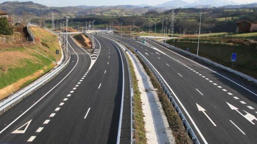 Muere un motorista barcelonés en Oviedo tras una caída en la Autovía de Grado