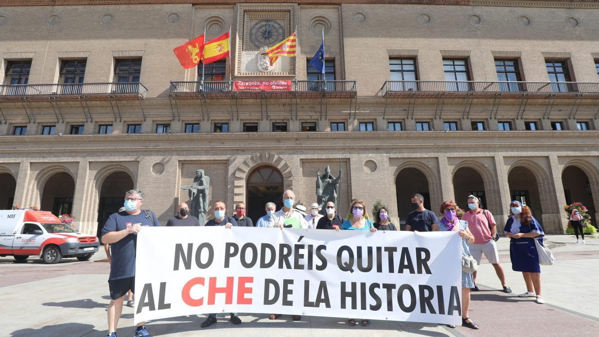 Concentración, este miércoles en la plaza del Pilar de Zaragoza, para pedir que no se cambie el nombre del parque y el vial del Che Guevara.