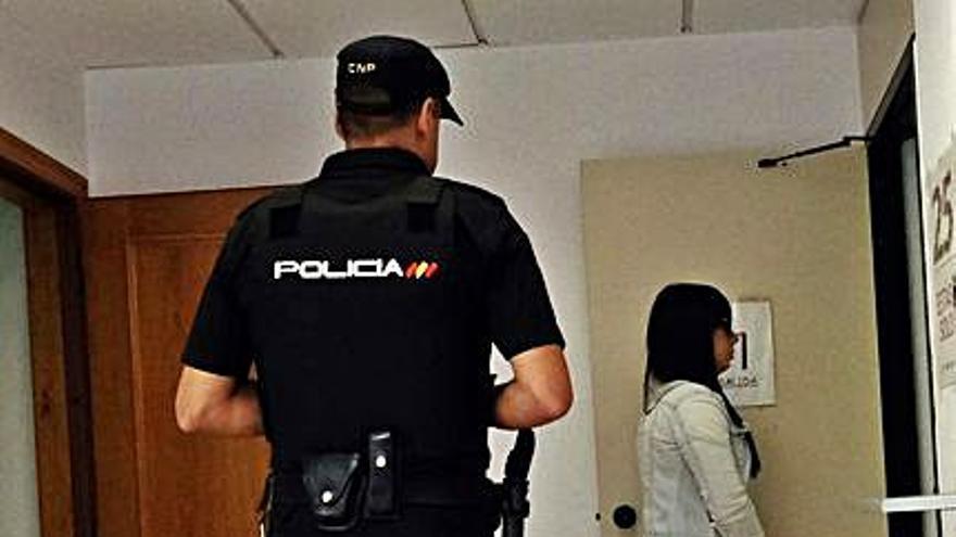 El fiscal defiende examinar la vida íntima de la inductora del crimen de La Felguera