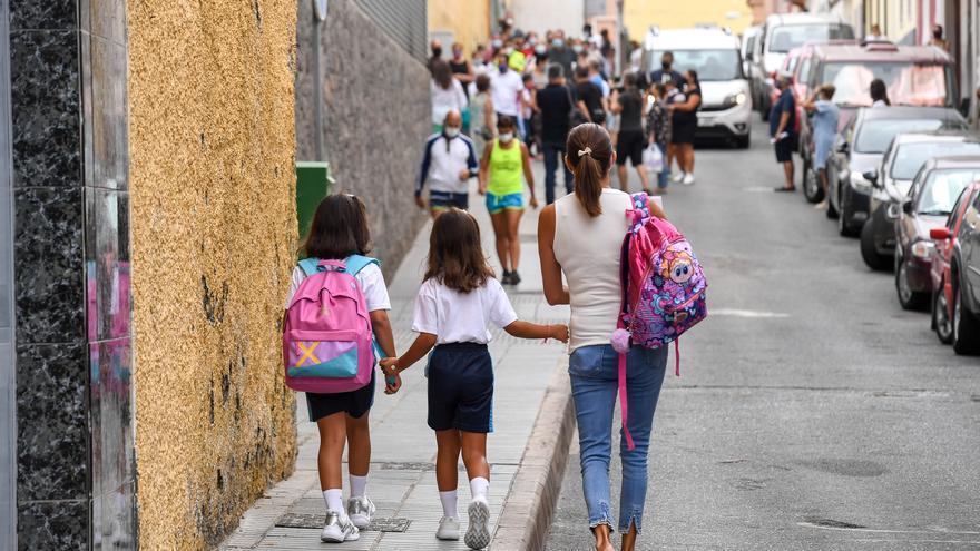 Los grupos educativos de Canarias cerrados por positivos son 79, el 0,4 %