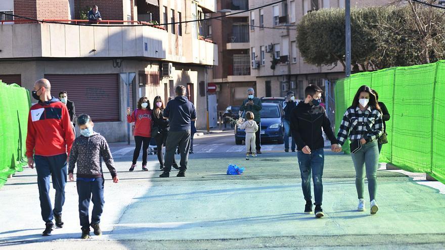 Santiago el Mayor consigue un paso peatonal sin vías 150 años después