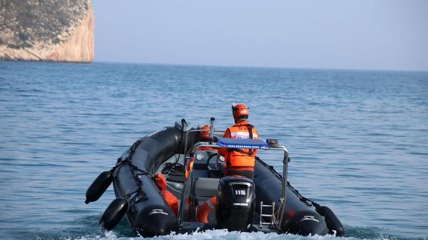 Teulada Moraira pone en marcha la vigilancia marítima y el socorrismo en las playas