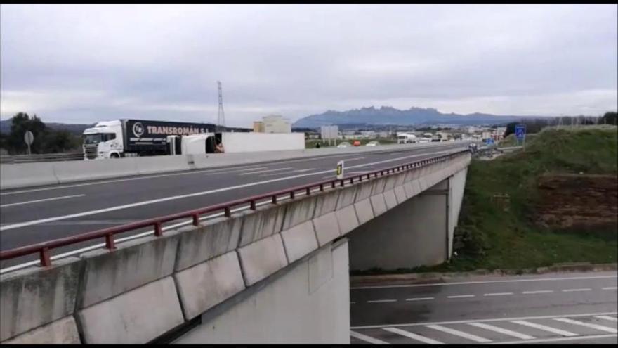 Bolca un camió que transportava pernils a l'eix Transversal, a Sant Fruitós