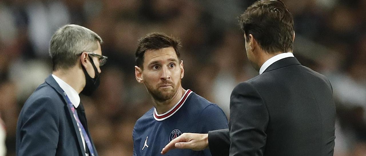 Messi mira incrédulo a Pochettino tras ser sustituido