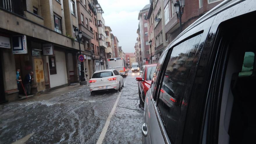 AEMET actualiza sus alertas para Asturias, con riesgo naranja por tormentas y viento muy fuerte