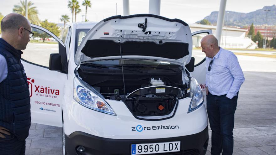 Xàtiva amplía su flota de eléctricos con una furgoneta para la concejalía de Esports