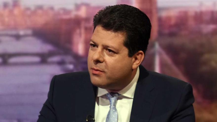 May garantiza a Gibraltar que no negociará la soberanía