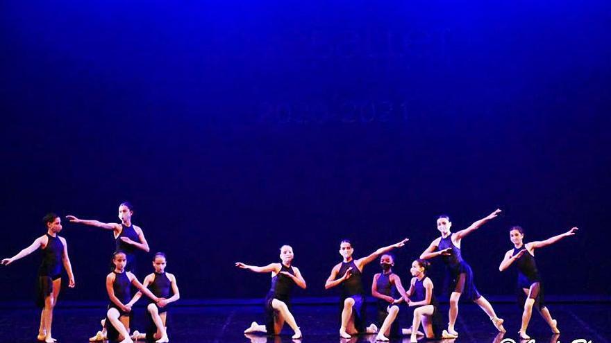 Les ballarines del Jove Ballet Figueres transmeten emocions a flor de pell