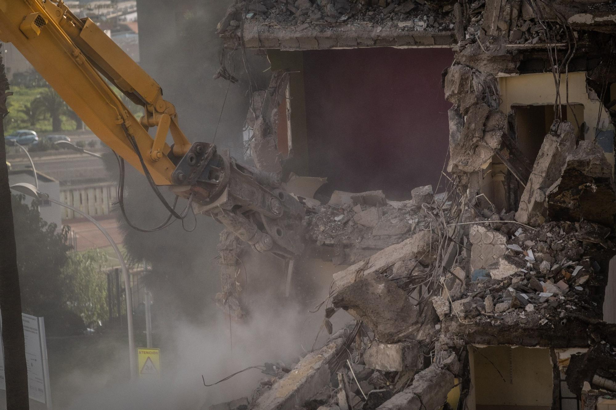 Demolición de la primera fase de Las Chumberas