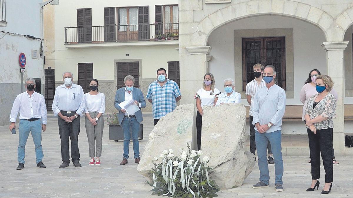 Una ofrenda floral y un minuto de silencio en recuerdo de las víctimas en el segundo aniversario de la 'torrentada'.
