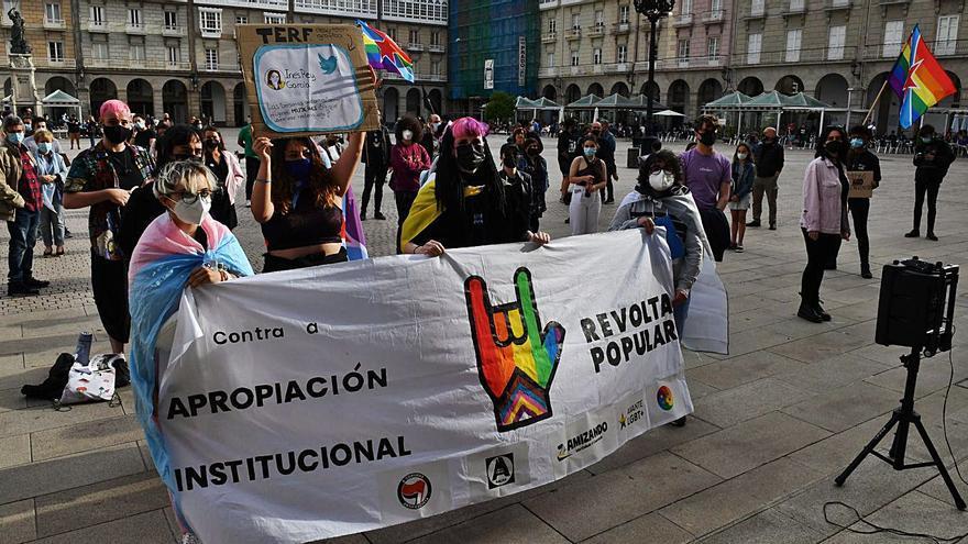 Concentración da plataforma 'Orgullo rebelde, orgullo disidente' en María Pita