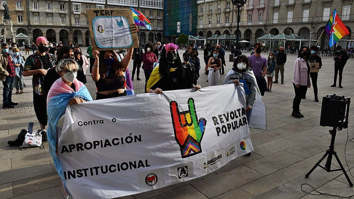 A plataforma 'Orgullo rebelde, orgullo disidente', onte, en María Pita. |   // VÍCTOR ECHAVE