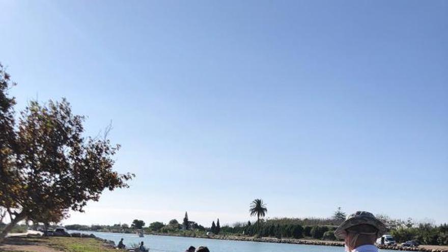 Los voluntarios limpian playas y el Xúquer