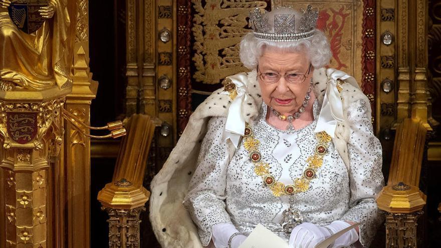 Isabel II pide a los británicos unión ante la pandemia
