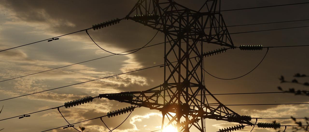 El precio de la luz arranca la semana con nuevo récord histórico, a 154 euros