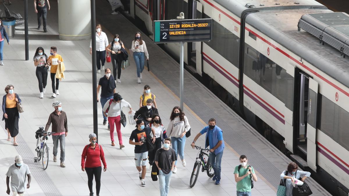 La red de trenes de Cercanías es un medio muy utilizado para el trasvase diario de trabajadores entre Castellón y Valencia.