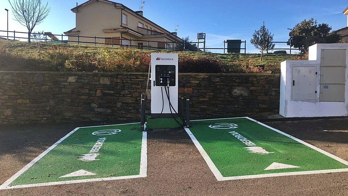 Punto de recarga de coches eléctricos ubicado en Trabazos.   Chany Sebastián