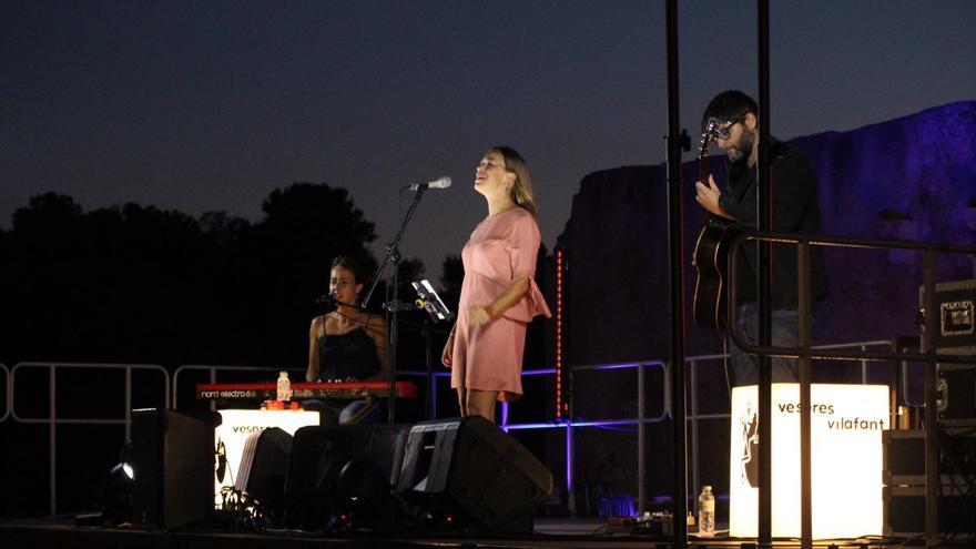 La cantant Beth actua als Vespres Musicals de Vilafant