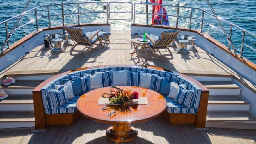 El lujoso barco de Berlusconi, en aguas de Formentera