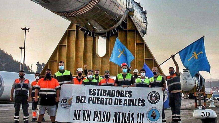Diez contrataciones permiten cerrar el conflicto de la estiba en Avilés