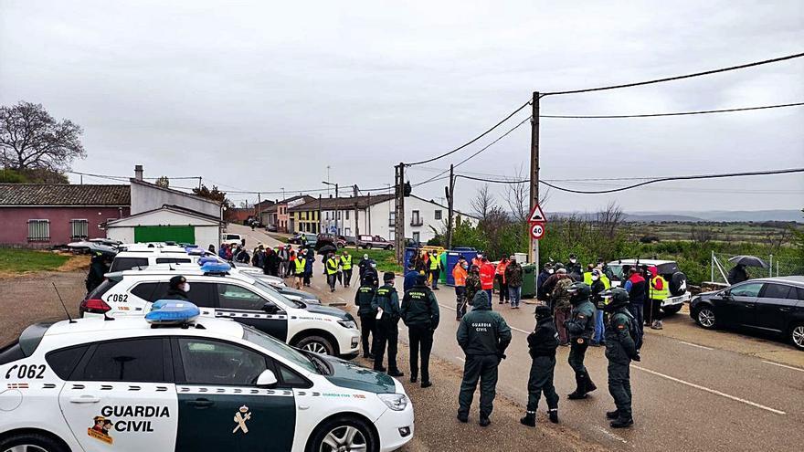 Más de 100 personas buscan al desaparecido de Figueruela