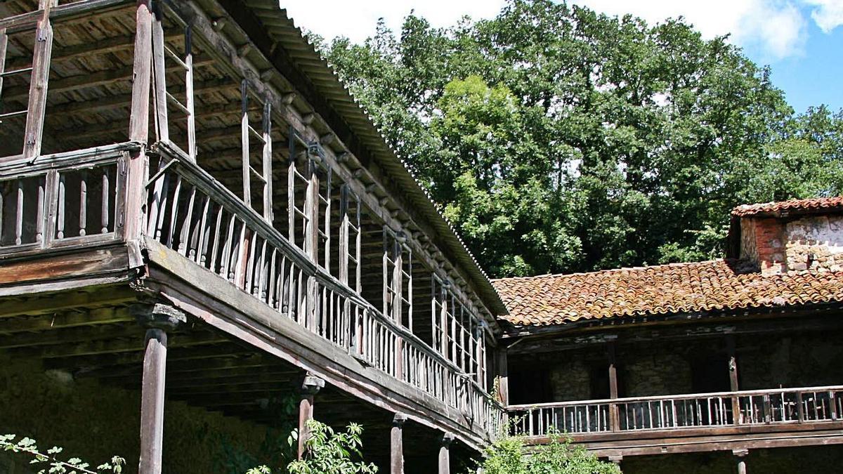 El palacio de Valdecarzana, en 2011, meses después de haber sido pactada la compra con la propiedad. | V. D. P.