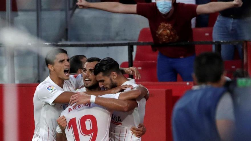 El Sevilla gana con polémica a un Espanyol sin pólvora
